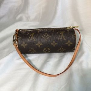 Louis Vuitton - mini LV Papillon Pochette.